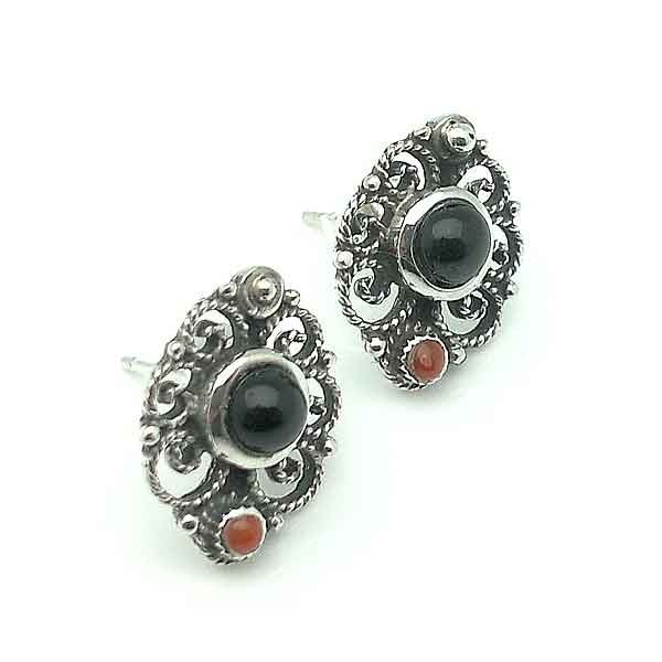 Earrings in silver and jet