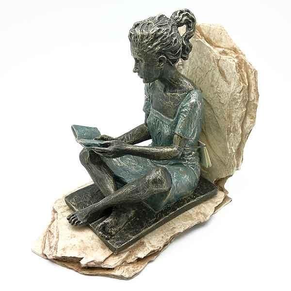 Apoyalibros lectora sentada