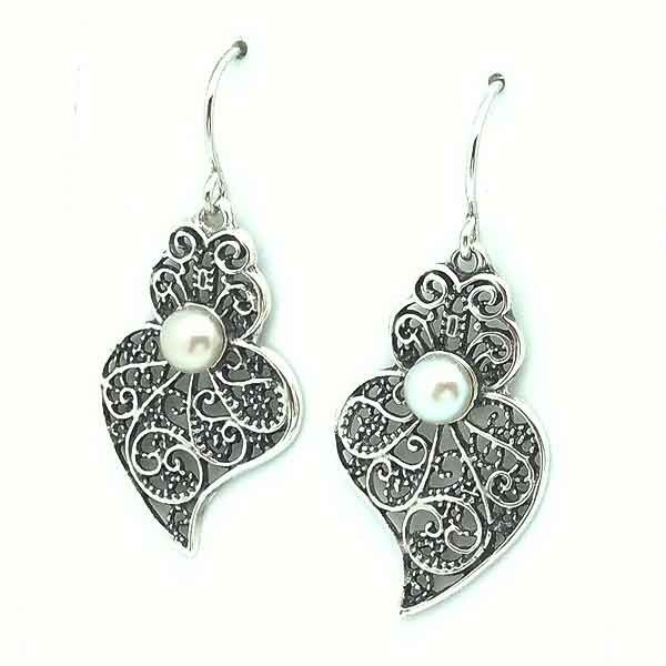 Filigree earrings with pearl