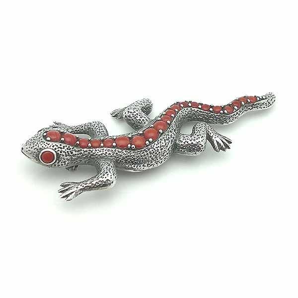 Brooch shaped lizard