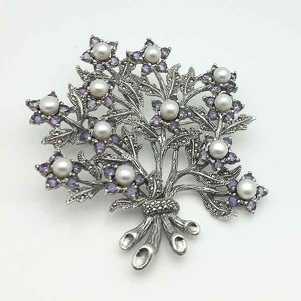 Flower bouquet brooch