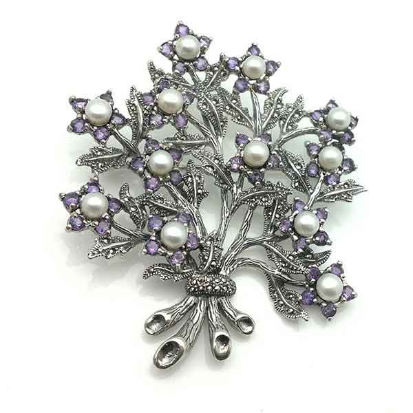 Flower bouquet brooch