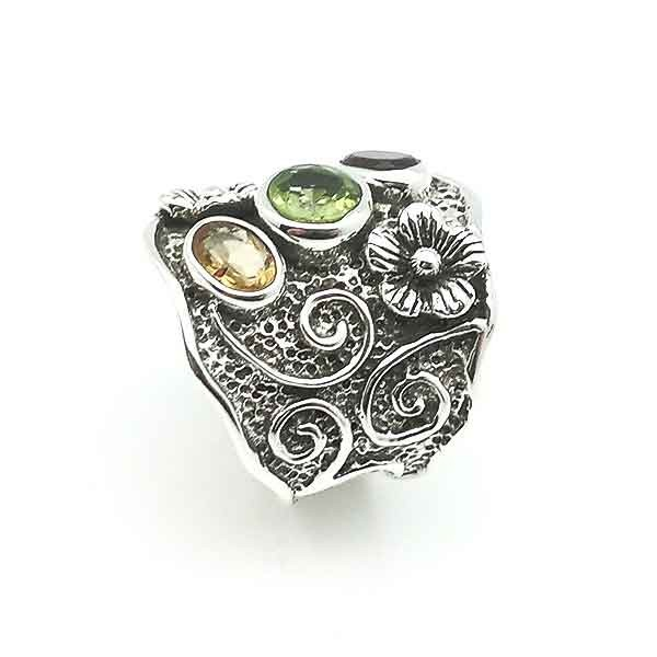 Silver ring with flowers