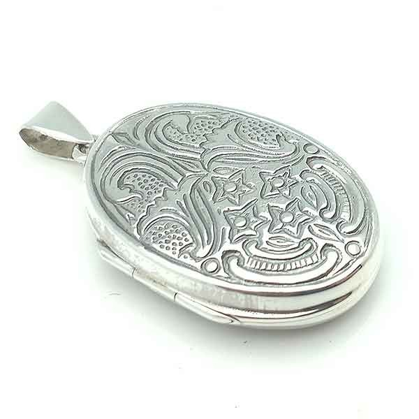 Pendant photo holder, in silver