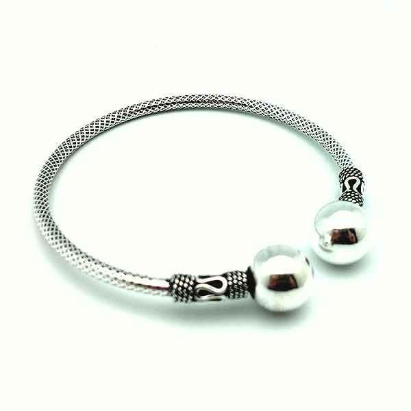 Silver ball bracelet