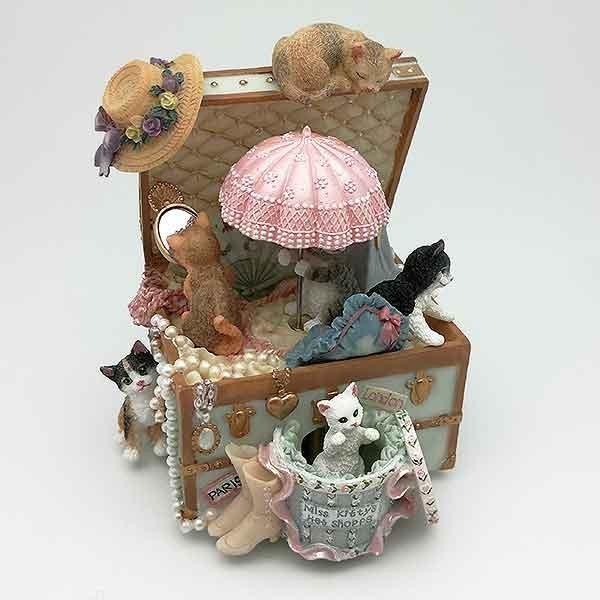 Caja de música con gatos