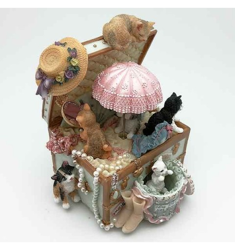 Music box with cats