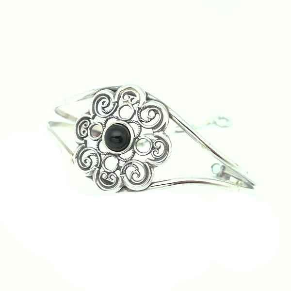 Jet flower bracelet