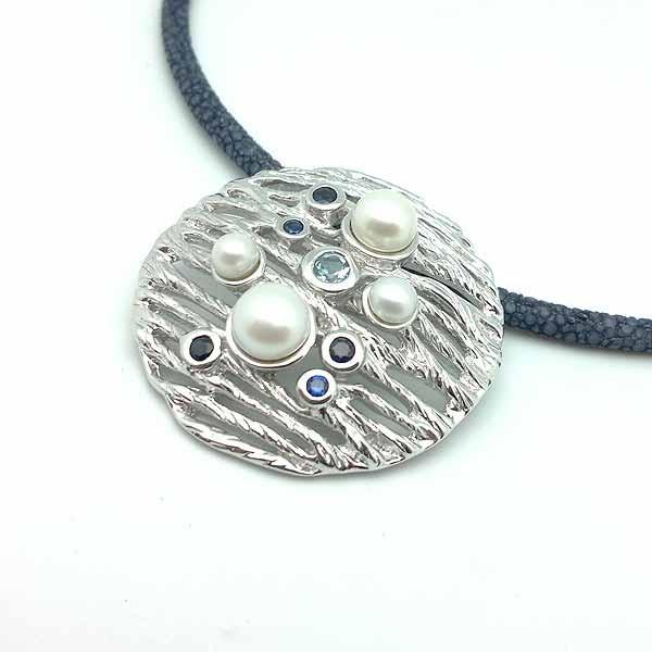 Colgante de plata y piedras naturales