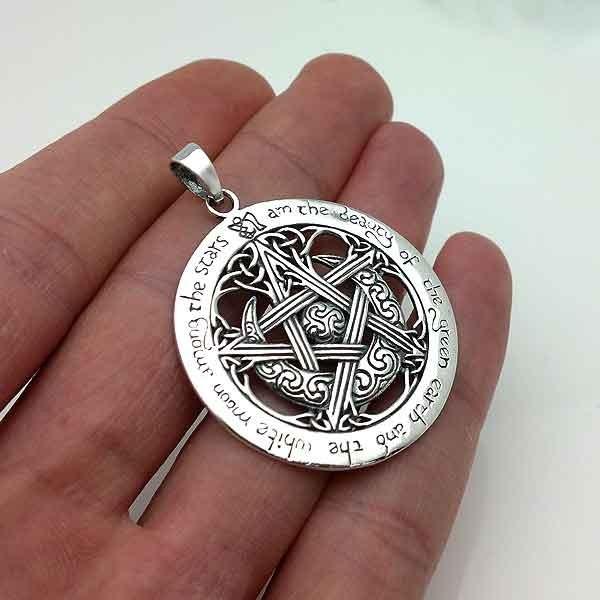 Openwork tetragrammate