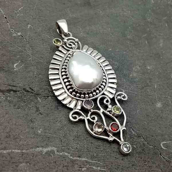 Handmade pendant pearl