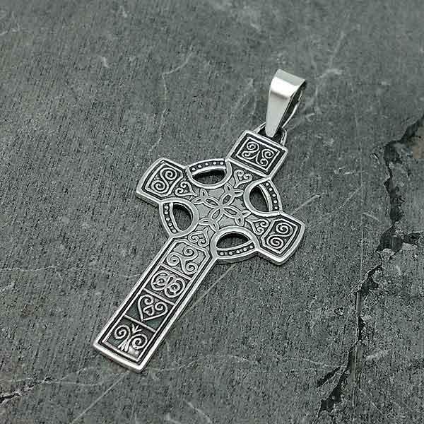 Cruz con símbolos celtas