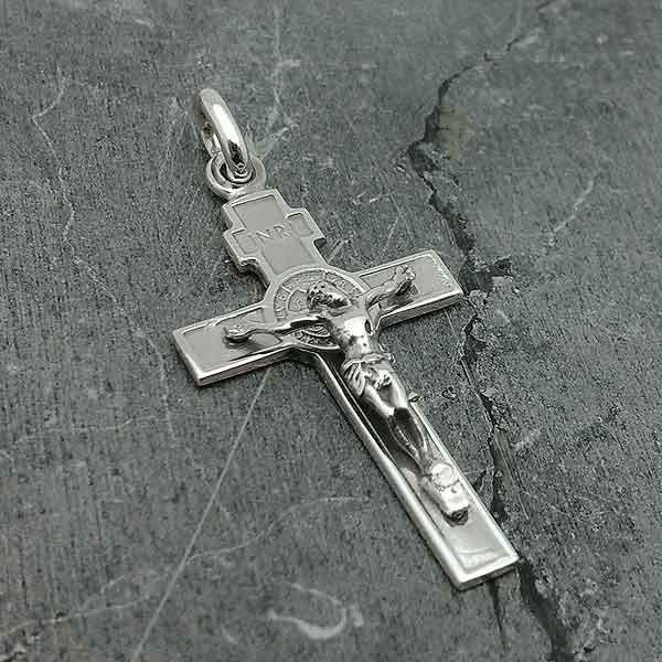 Crucifijo con San Benito