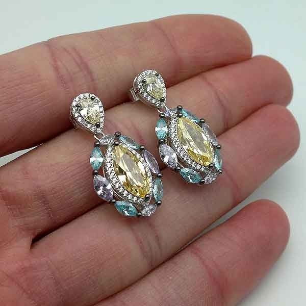 Teardrop zirconia earrings