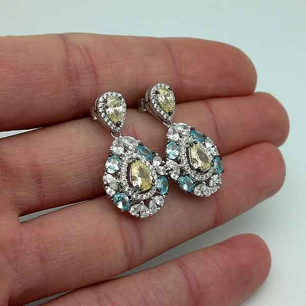 Earrings with colored zircons