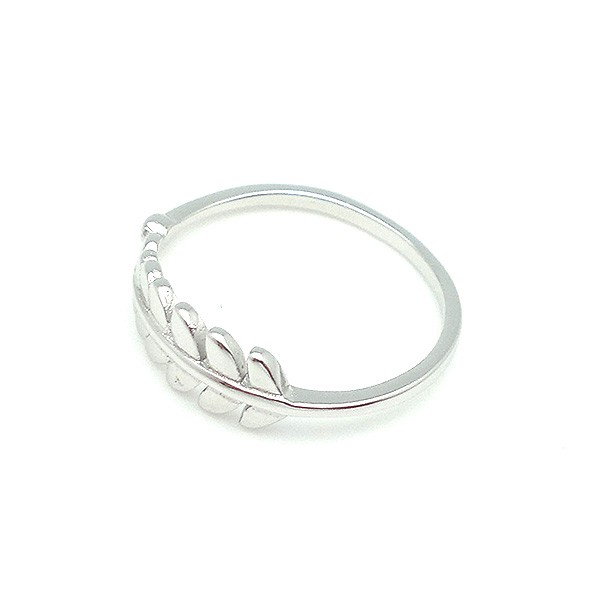 Ring in sterling silver, shaped like a leaf.