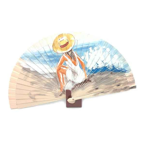 Abanico chica en la playa
