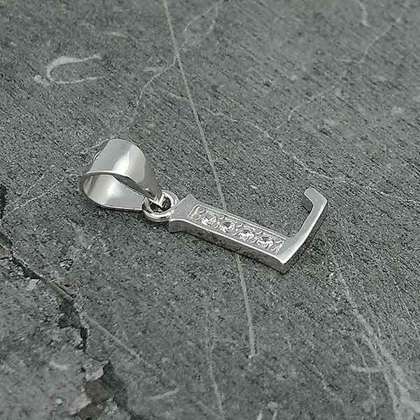 Initial pendant, letter L.