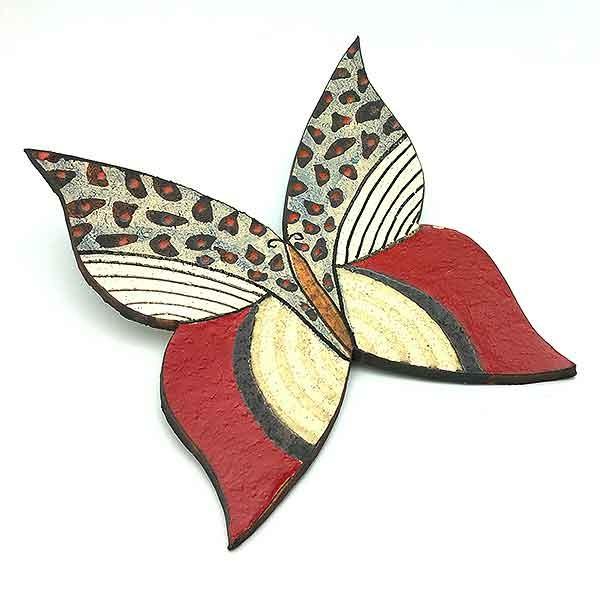 Mariposa de pared, en cerámica.