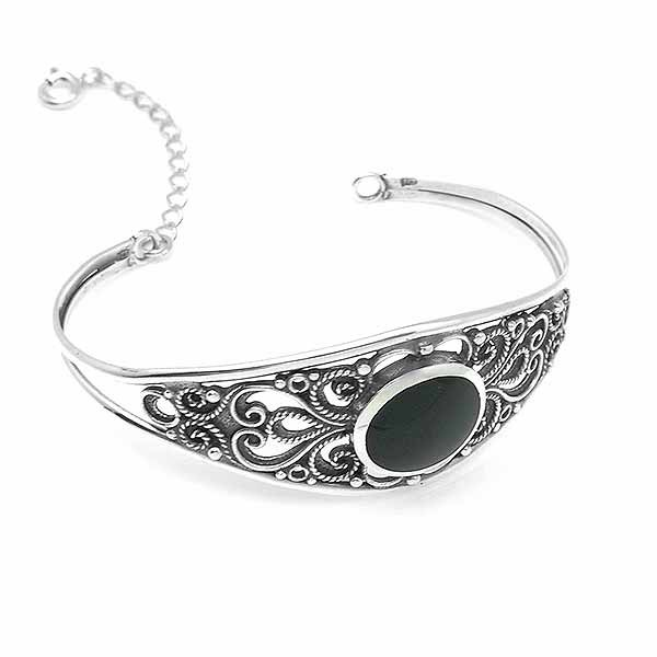 Rigid silver bracelet, with jet.