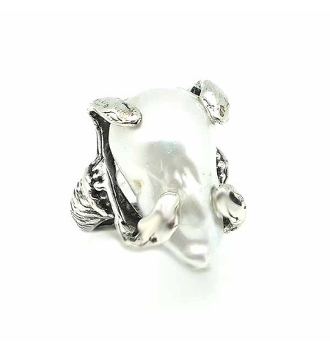Anillo en plata con perla barroca