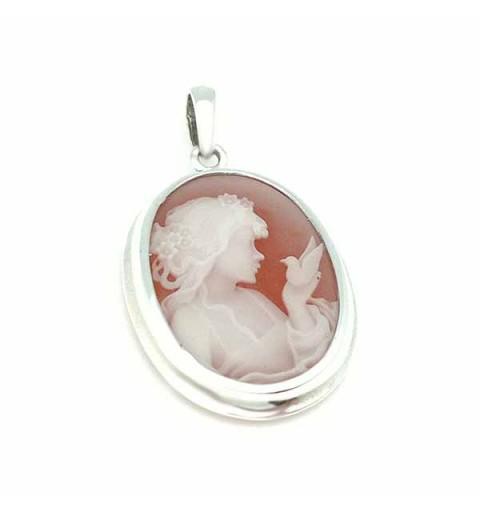 Cameo pendant, in silver