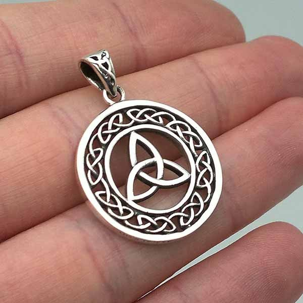 Celtic pendant in the shape of a triquette in silver