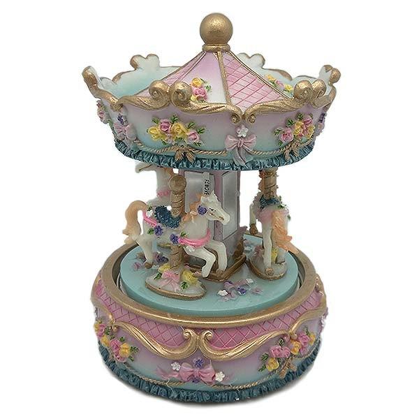 Carrusel musical a escala, en tonos rosa y azul celste.