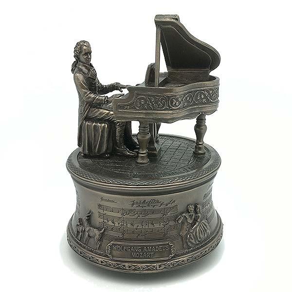Caja de música Mozart tocando piano