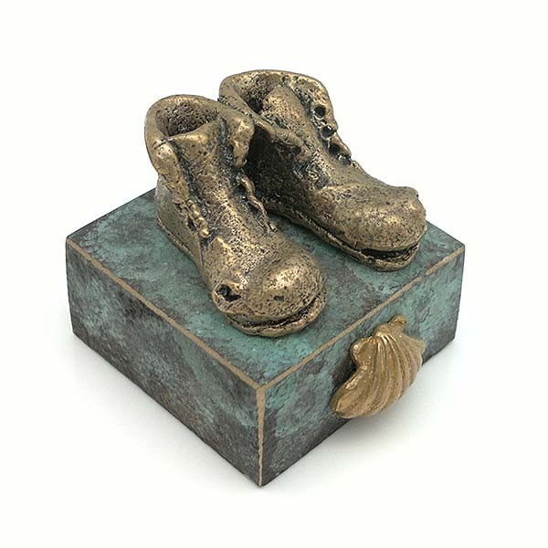 Sculpture representing the footwear with which the road to Santiago is made.