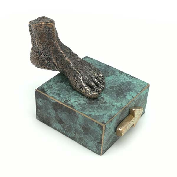Foot sculpture, in bronze, Santiago way.