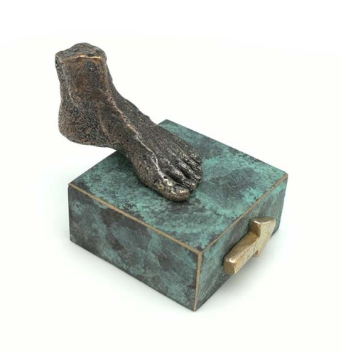Foot sculpture, in bronze, Santiago way.