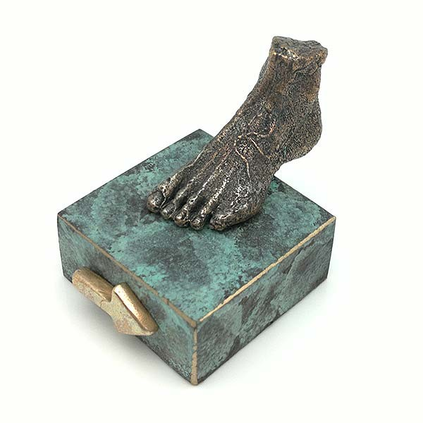 Escultura pie, en bronce, camino Santiago.