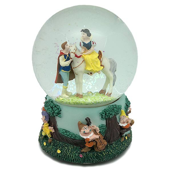 Snowball, snow white and the seven dwarfs