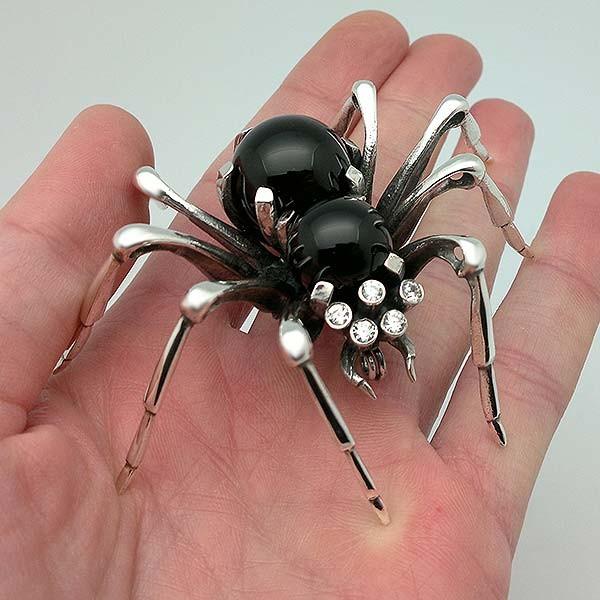 Spider brooch in sterling silver
