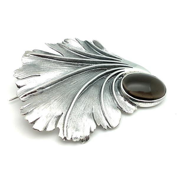 Leaf-shaped brooch, smoked topaz.