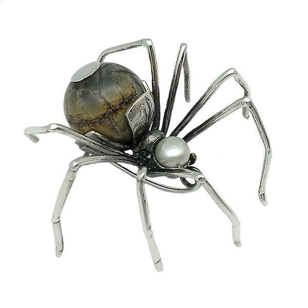 Broche forma araña en plata de ley.