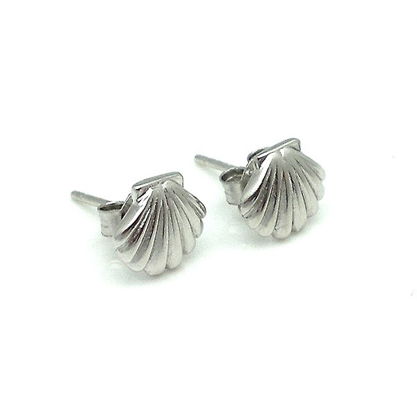Earrings in sterling silver, shell-shaped.