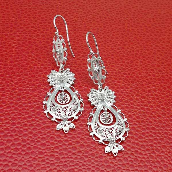 Long earrings in smooth silver