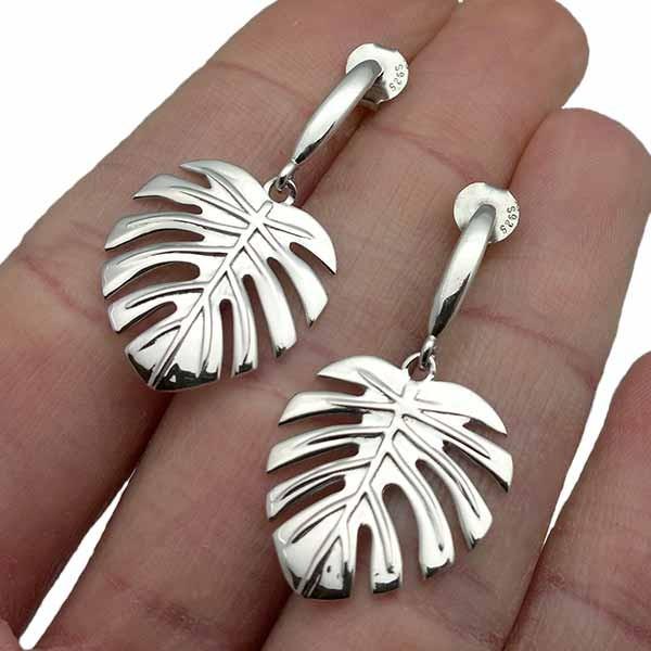 Leaf-shaped earrings, in sterling silver.