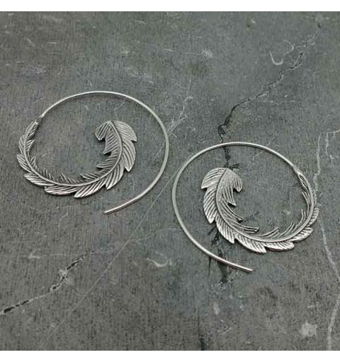 Pendientes aro, tipo espiral con forma de hoja.