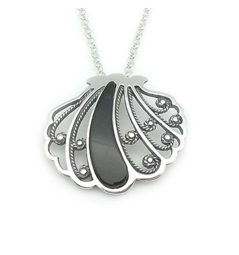 Shell-shaped pendant in silver and jet