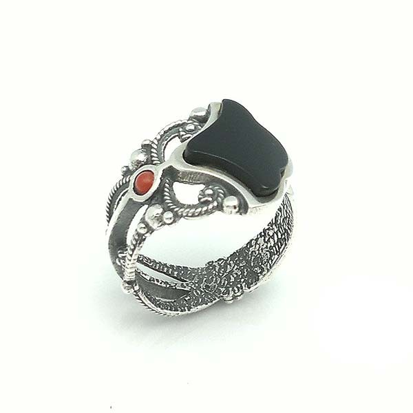 Adjustable ring, silver, jet and coral.
