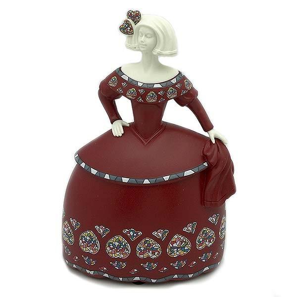 Menina pequeña, con vestido rojo.