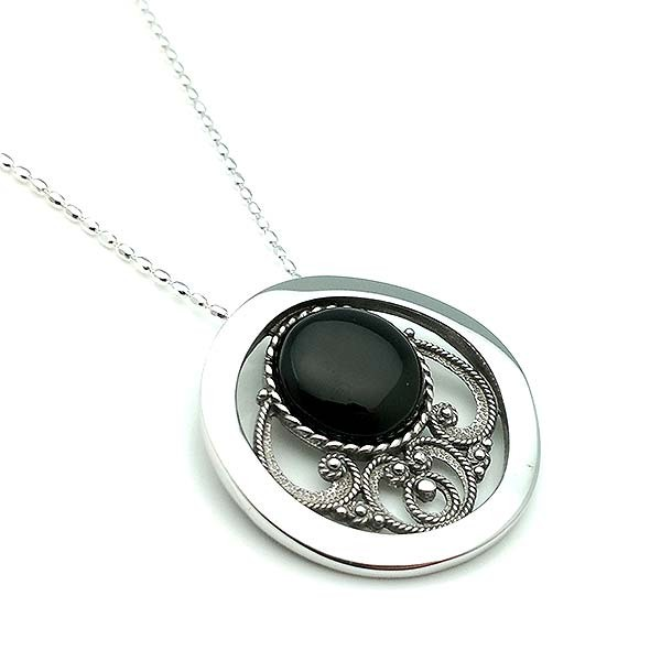 Pendant for women, in sterling silver and jet. Includes chain.