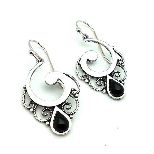 Earrings, in silver and jet, with a spiral shape.