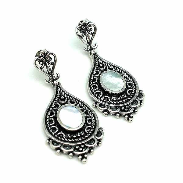 Earrings, Bali type, made of sterling silver and mother of pearl.