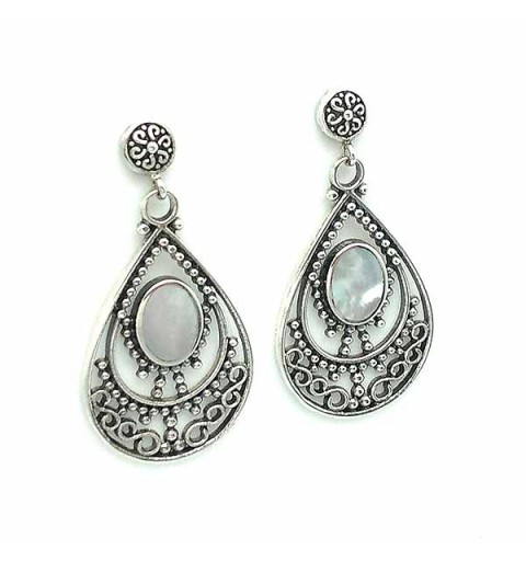 Earrings in sterling silver and mother of pearl.