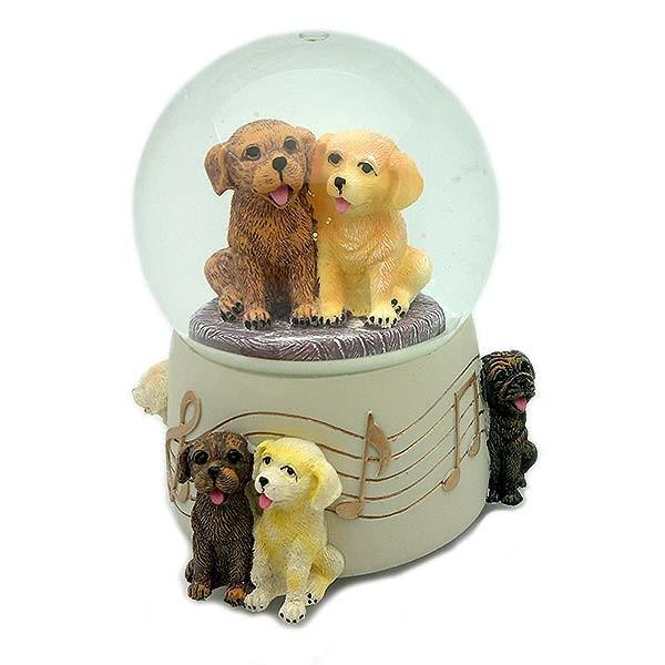 Bola de nieve y musical con perritos.