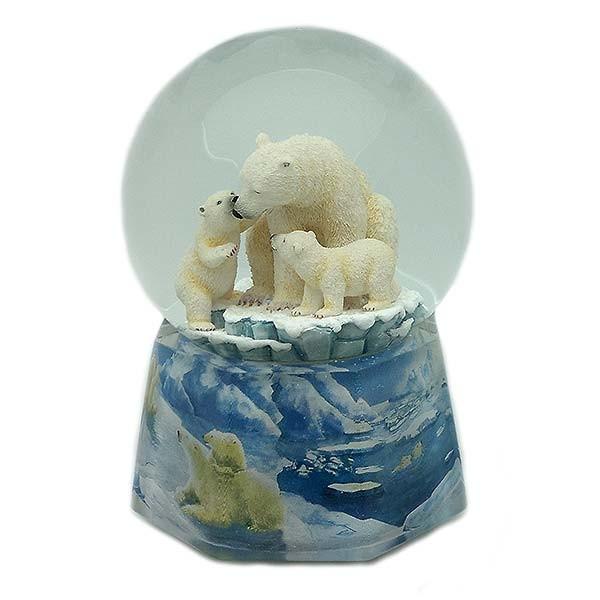 Bola de nieve, con música y movimiento, recreando a una familia de osos polares.